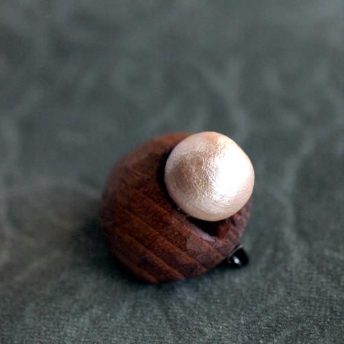 木のブローチ、「 ベリーブローチ 」