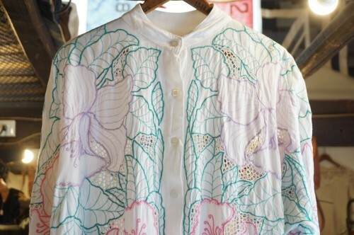 70-80's floral cutwork embroidered rayon Blouse