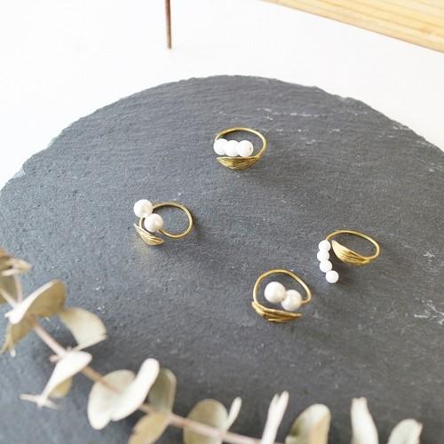 savorさんの華奢なすずらんモチーフの指輪