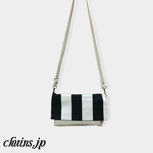【バッグ】黒白ストライプ&ホワイトベージュフェイクレザークラッチバッグ