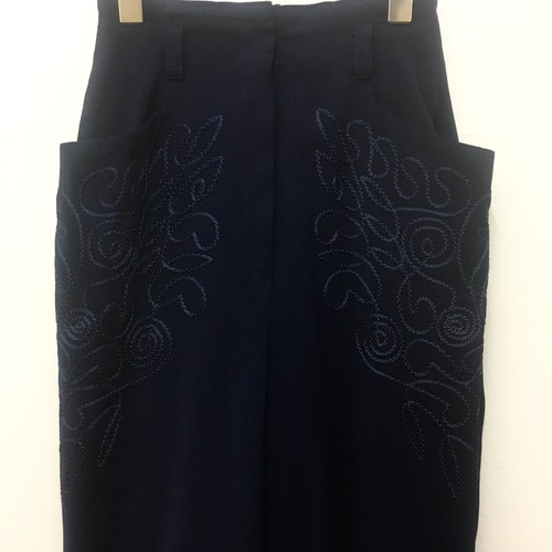 embroidery pocket tapered pants