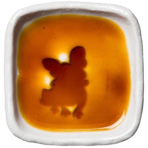 フレンチ・ブルドッグのシルエットが浮かぶお醤油小皿(四角)
