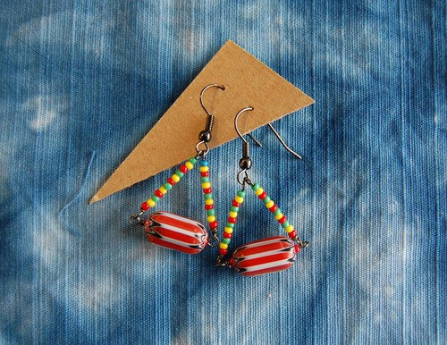 CHEVRONS BEADS PIERCED EARRINGS