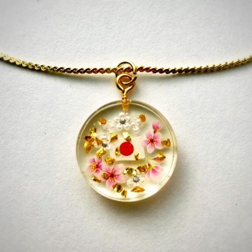 和風ゴールドネックレス  白とピンクの花と金吹雪 Japanese style gold necklace.  White and pink cherry flowers and gold snow