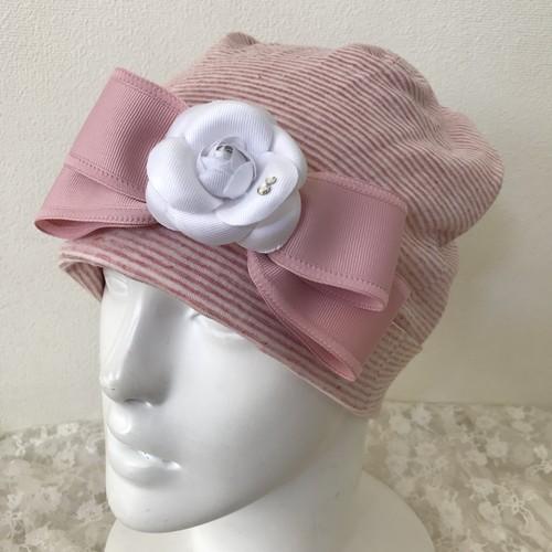 スワロフスキー付きカメリアと縁取りリボンのケア帽子 ピンク白4