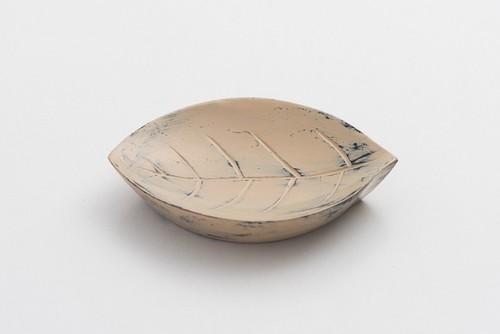 白漆砥出豆皿(葉B)