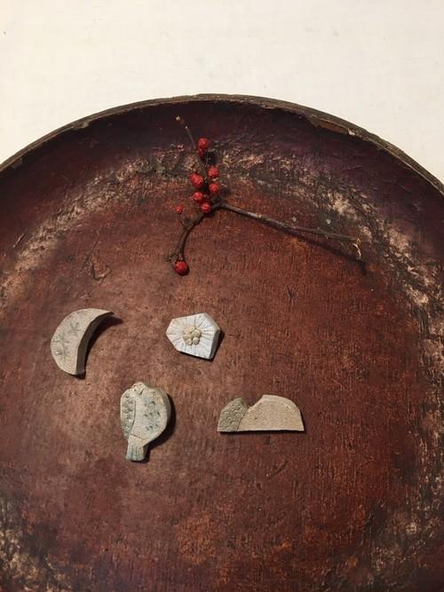 陶土のブローチ