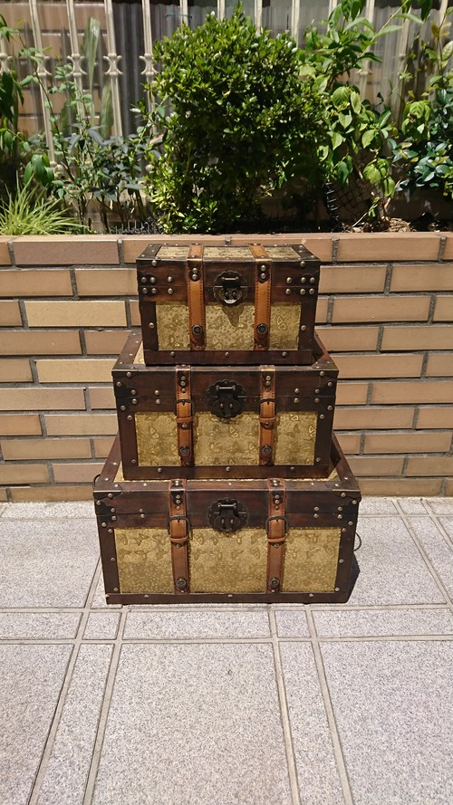 Vintage Style Trunk Box