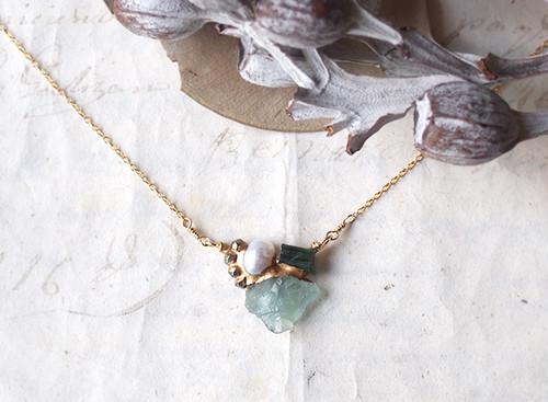 【一点物】原石のフローライト・トルマリン・パールの金継ぎネックレス