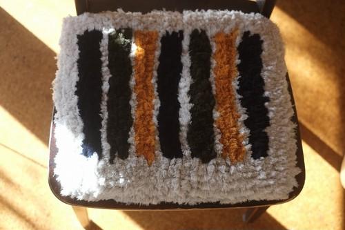 【佐藤さんのノッティング】(大)◆◆手織りの椅子敷き㉕c★★★NEW! ◆◆
