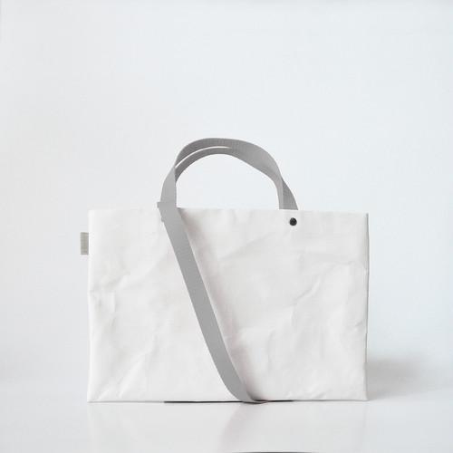 【N/no × E/zel.】SOME WAY LIGHT LESSON BAG P4(A4)_PP/SILVER GRAY