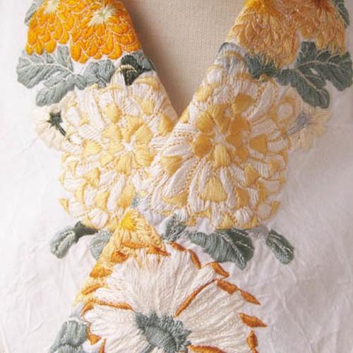 刺繍半衿・菊の競演(白布ハンドワッシャー)