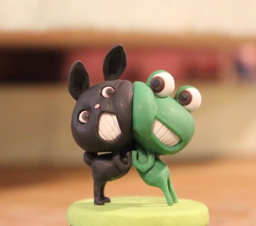 樹脂粘土人形/ケロと黒うさぎ(台きみどり)