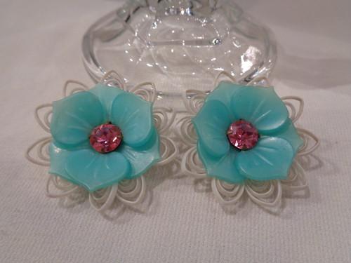 Emerald green soft plastic flower earrings エメラルドグリーン ソフトプラスチック 花モチーフ イヤリング