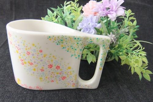 陶器ペン立て、または一輪挿し「オカメインコと春の花」