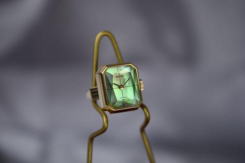 【ビンテージ時計】1978年7月製造 珍しい角型セイコー指輪時計 日本製 貝貼りの文字盤とカットガラスが美しい♪ 【稀少モデル】