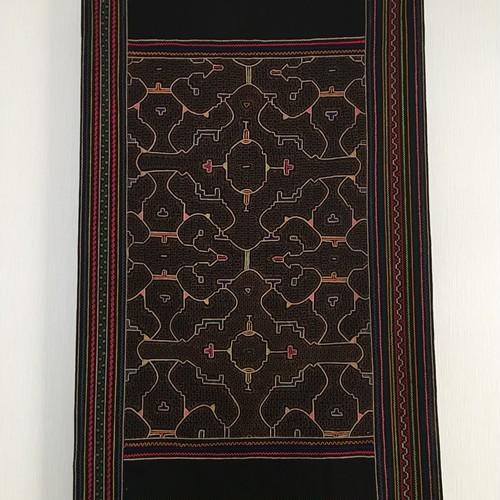 シピボ族の刺繍 大判 腰巻布004  黒 アンティーク