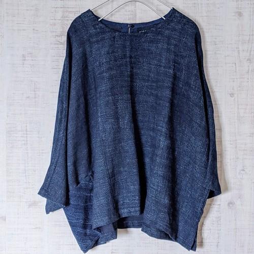 チェンマイ 藍染め手織りの七分袖プルオーバー ①
