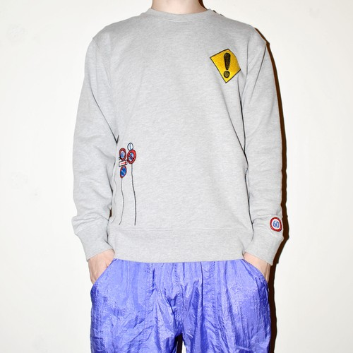 『くるむ』traffic signs sweatshirt