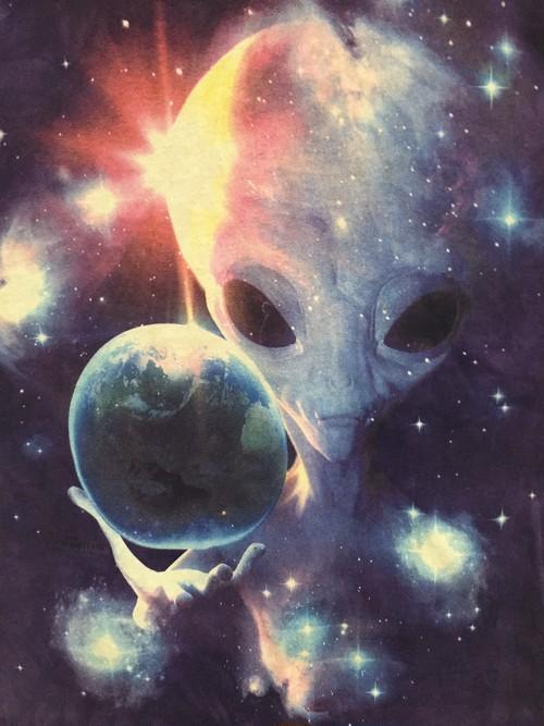 2012's planet earthy alien T's