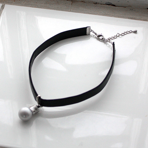 LIGHT BULB CHOKER [ WHITE ]