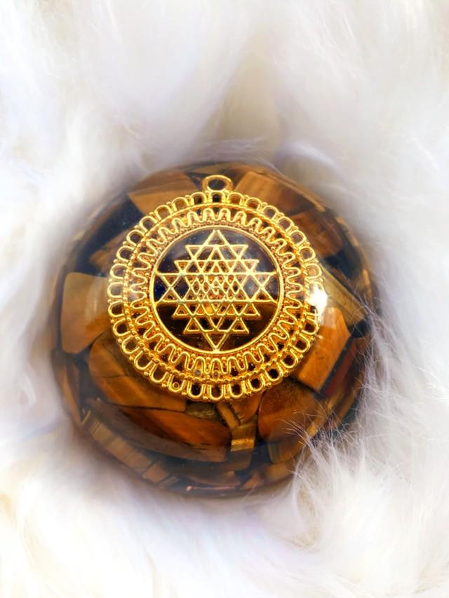 ドーム型オルゴナイト・208《7cm》~豊かさ・繁栄・幸運引き寄せのヤントラ~