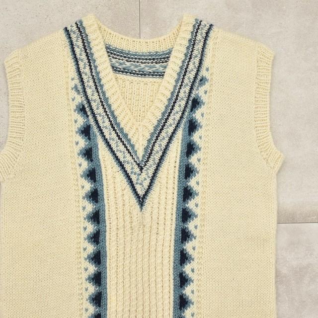 Cable jacquard design tilden knit vest