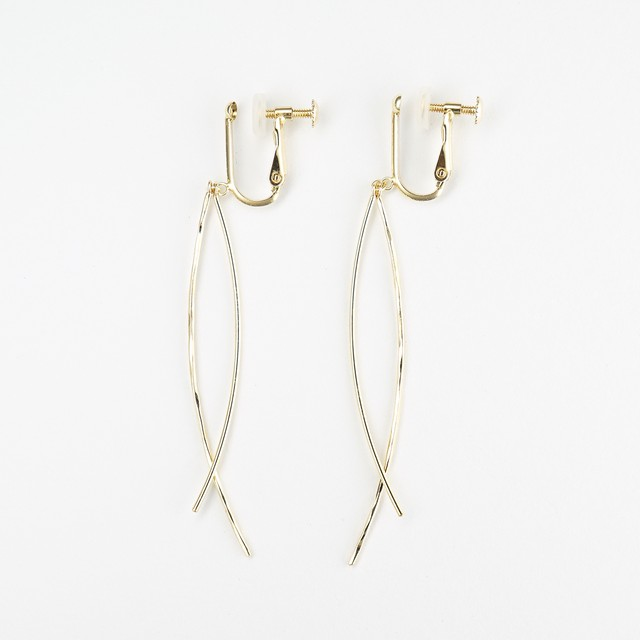 Gold swing earring