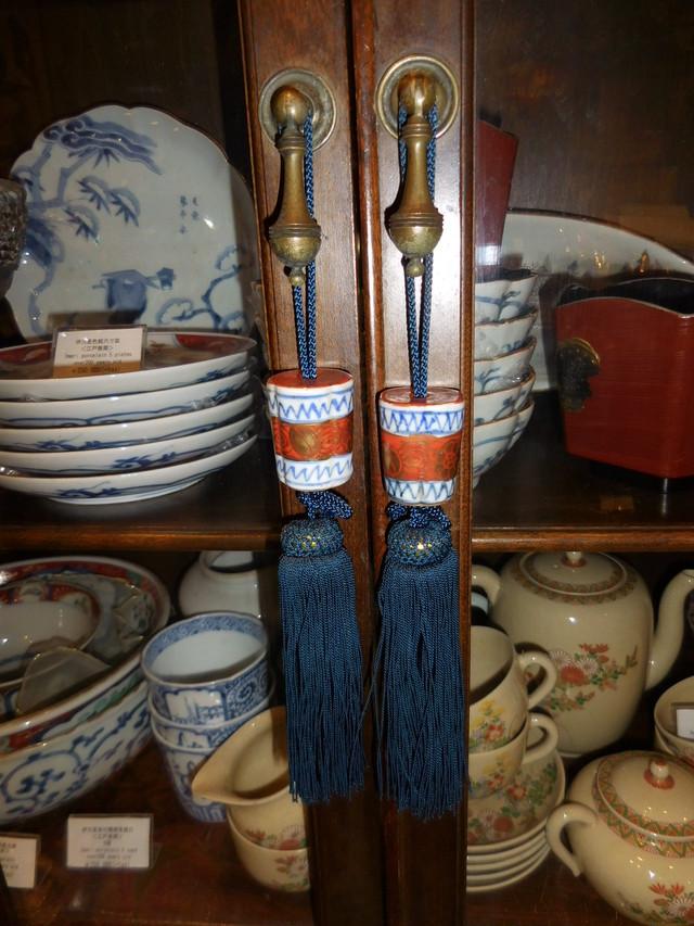 有田焼(藍色と朱色)の風鎮 Arita porcelain for hanging-scroll weight