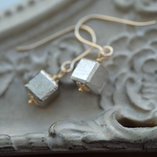 メテオライト(ムオニナルスタ隕石)キューブ ピンクゴールド  ロング ピアス・イヤリング