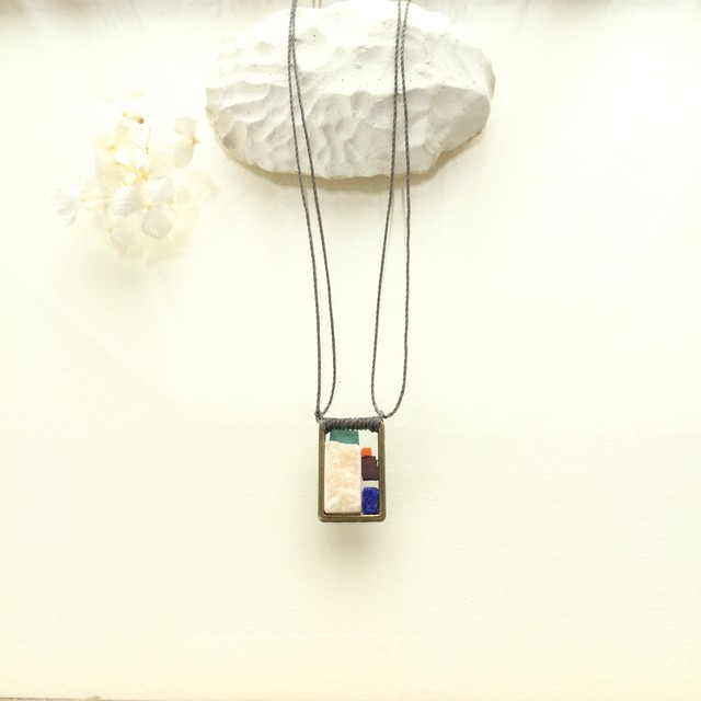 大理石のネックレス (新しい砂浜)