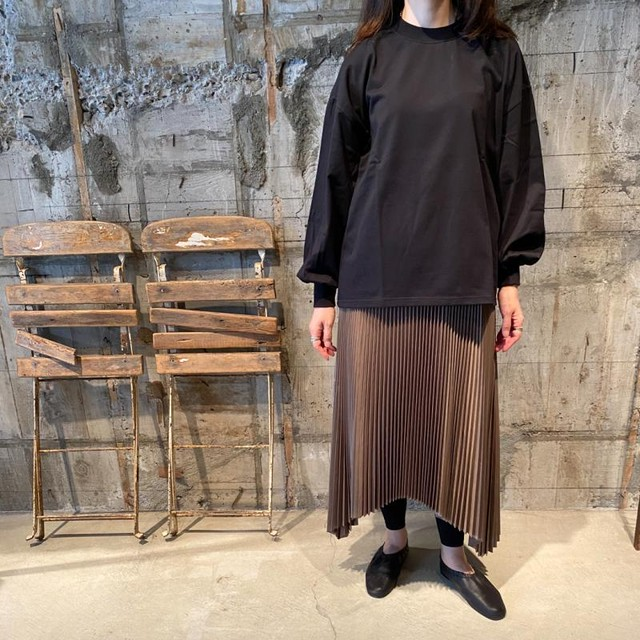 HYKE【ハイク】 SQUARE PLEATED SKIRT (GREY).