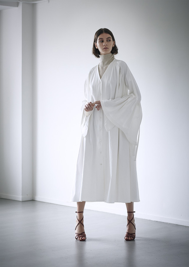 Dry twill flared sleeve dress
