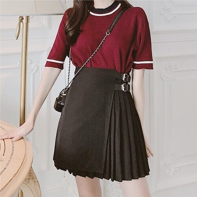 belt point pleated mini skirt