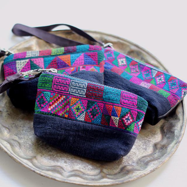 アカ族手刺繍生地とレザーのキーケース