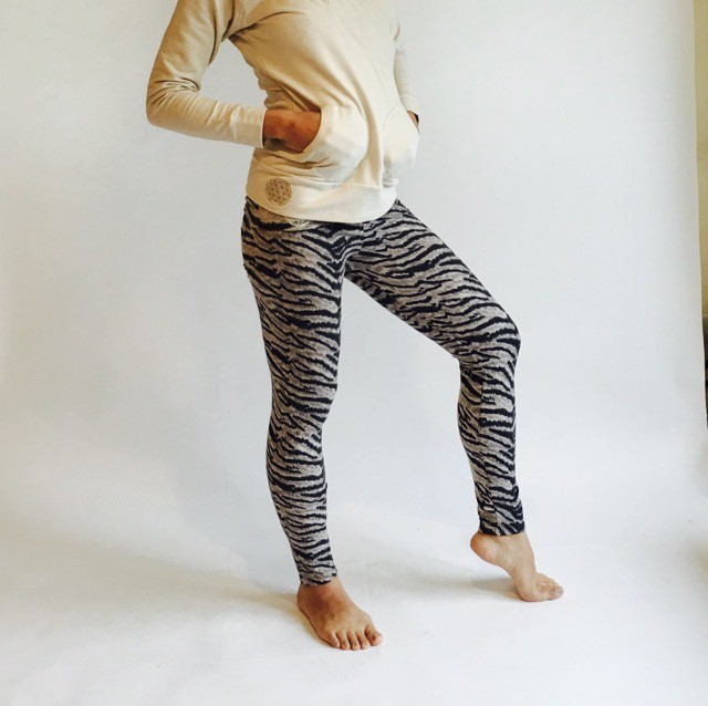 PemaYoga Wild Animal Leggings  Blue Tigger / Leopard Brownワイルドアニマルレギンス
