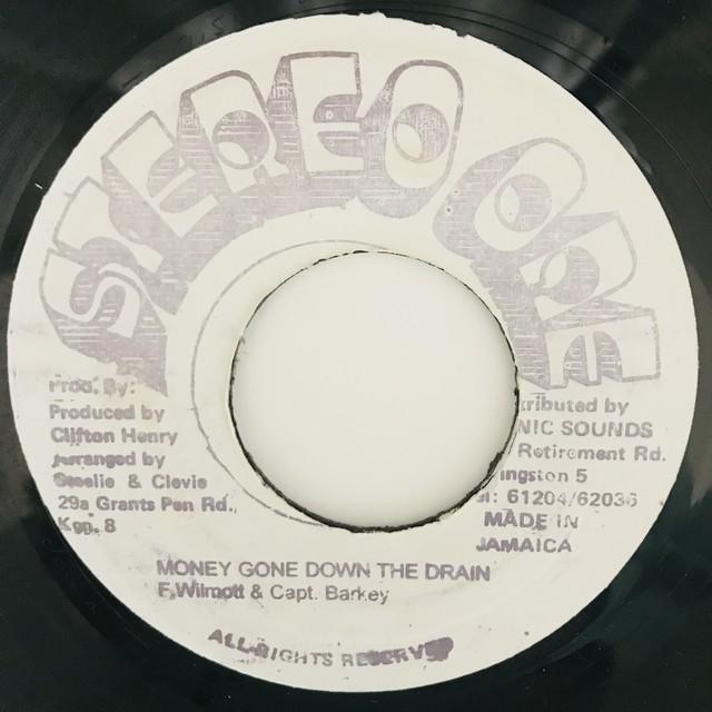 Frankie Wilmott & Captain Barkey - Money Gone Down The Drain【7-11046】