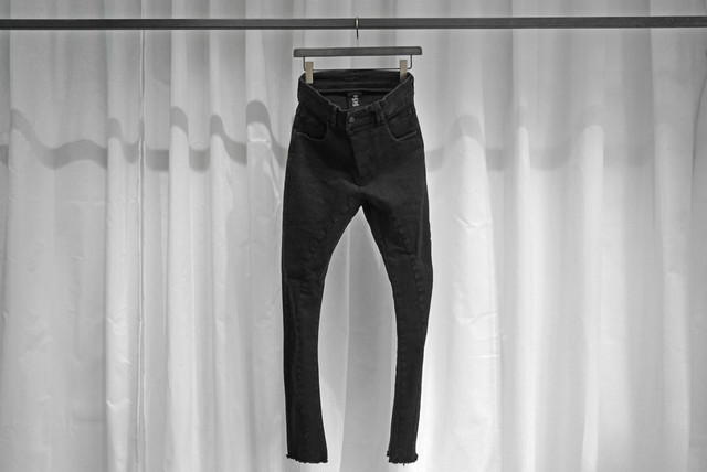 thom krom / SKINNY  DENIM TYPE A (asymmetry) / BLK