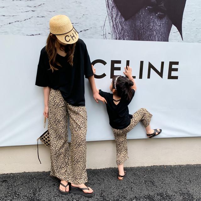親子半袖Tシャツ、ヒョウ柄、、、 Vネック、21スタイル、トレンディなストリート、ウエスタンスタイルのサマースーツ、休暇 夏物 kiki原创亲子装 kiki原创亲子装81227412395