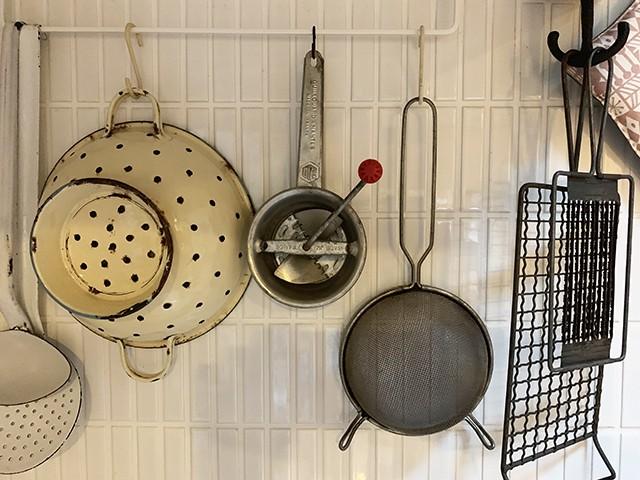 *9/1より販売* キッチンツール古道具 小さめの水切り フレンチアンティーク