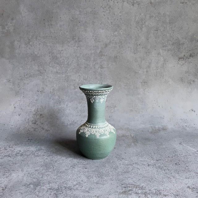 和田由記子30   小瓶d            W6cm×D6cm×H10.5cm  (口径 内寸1.8cm  外寸4.8cm)