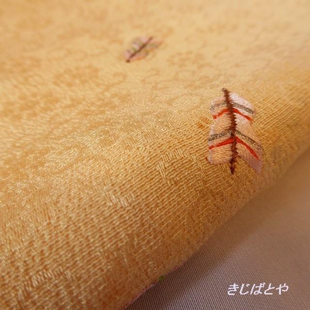 正絹ちりめん オレンジシャーベット色に矢羽の刺繍の帯揚げ