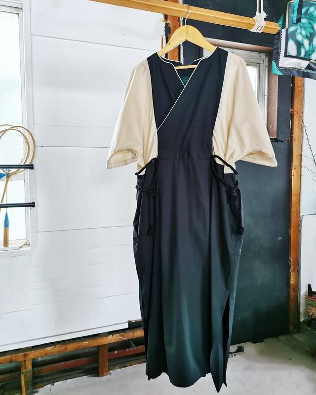 suie /スリットドレス クロ×袖ライトベージュ