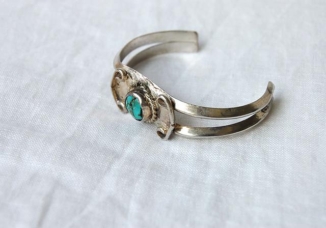 chain motif bangle