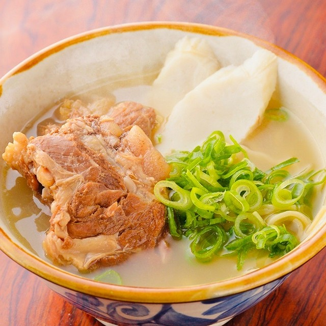 ソーキそば 一食分が10分でできちゃうキット 浅草開化楼カラス麺(粉人 コナンチュ)はいってます。