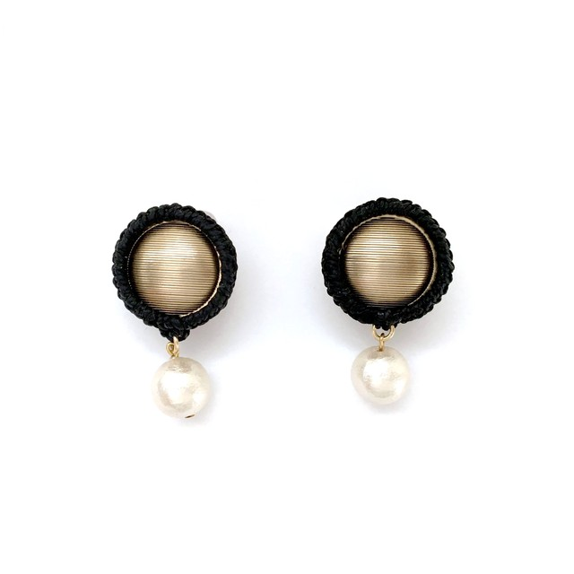 Wrapped Button Pearl Earrings / Khaki (イヤリング/ピアス)