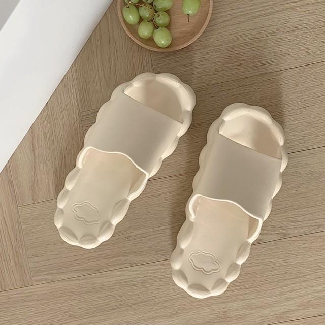 whip cloud room sandal 4c's