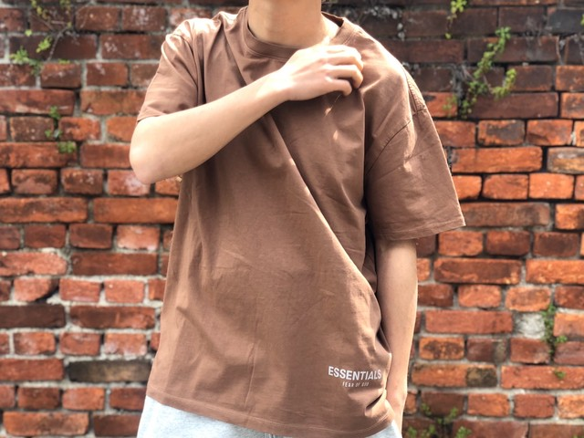 ESSENTIALS by FEAR OF GOD REFLECTIVE LOGO S/S TEE BROWN MEDIUM