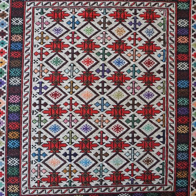 アフガニスタンの手織り絨毯 幾何学模様