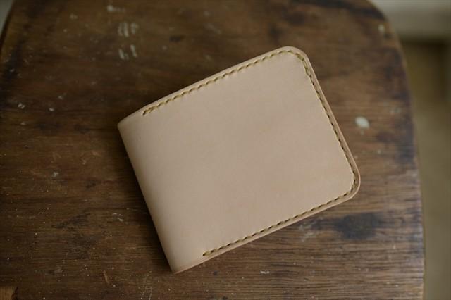 金具を使わない二つ折りの革財布